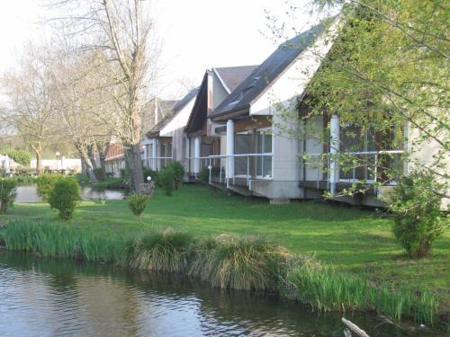 Hôtel L'ile Du Saussay : Hotel near Villeneuve-sur-Auvers