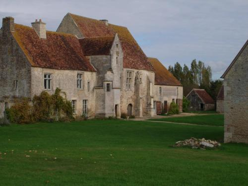 Manoir de la Baronnie : Guest accommodation near La Ferrière-Béchet