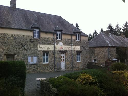 Auberge des Bonnes Gens : Guest accommodation near Montcuit