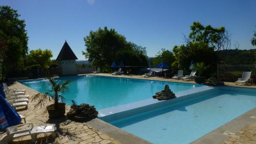 Camping Bleu Soleil : Guest accommodation near Limeyrat