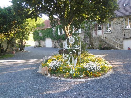 Domaine du Moulin de l'Etang : Bed and Breakfast near Boursault