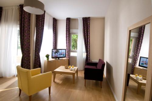 Domitys Le Parc Saint Germain : Apartment near Mornand-en-Forez