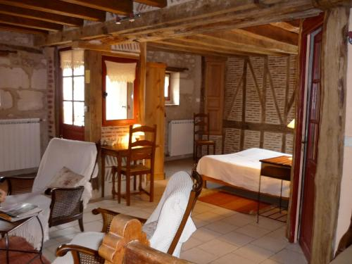 Chambres d'Hôtes Les Bournais : Bed and Breakfast near Theneuil