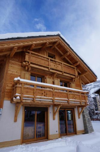 Chalets Faverots : Guest accommodation near Saint-Christophe-en-Oisans