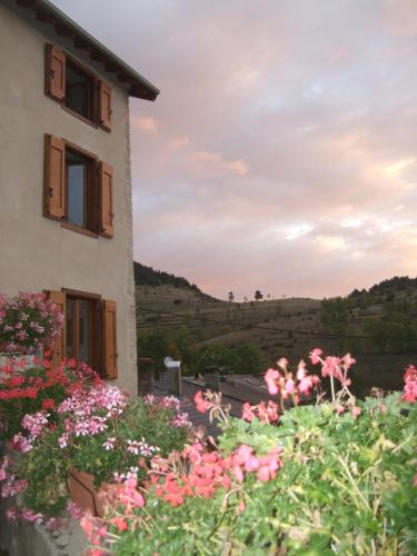 Gites et Loisirs de Montagne : Guest accommodation near Galinagues