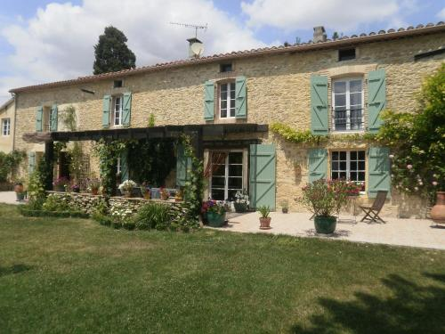 Domaine de Laspeyrisses : Bed and Breakfast near Montmaur