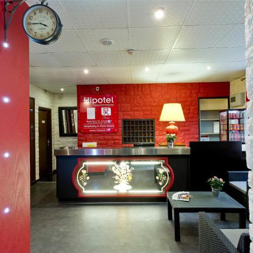 Hipotel Paris Buttes Chaumont Pyrénées : Hotel near Paris 19e Arrondissement