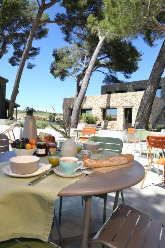 Villa Symposia : Bed and Breakfast near Plaissan