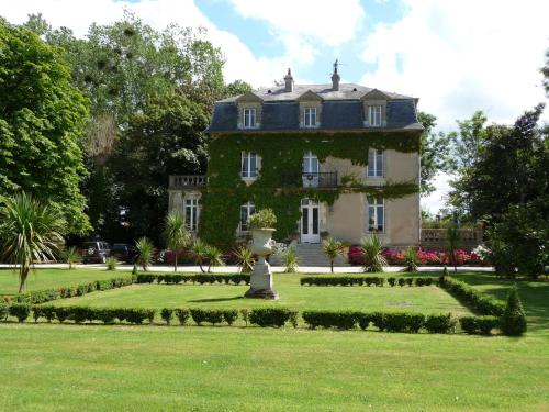Manoir de la Marjolaine : Bed and Breakfast near Varaville