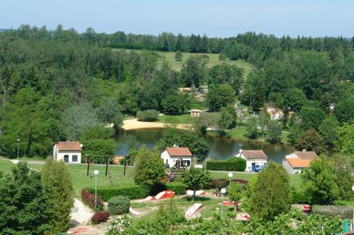 Village Le Chat : Guest accommodation near Rancogne