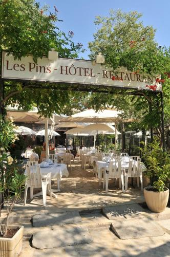 Les Pins restaurant et chambre d'hôtes : Hotel near Sillans-la-Cascade