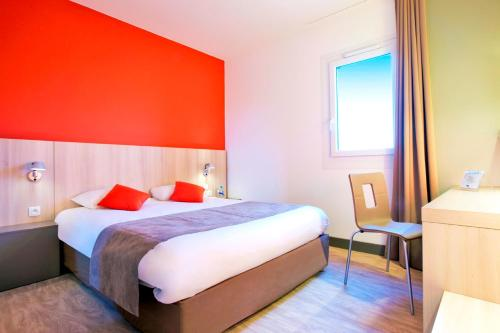 Kyriad Douai : Hotel near Bugnicourt