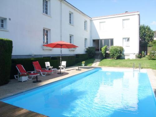 Hôtel des Biches : Hotel near Vezins