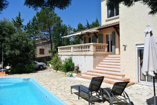 En Avignon : Apartment near Les Angles