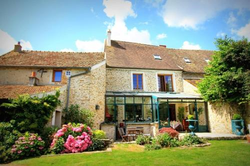 La Tour aux Papillons : Bed and Breakfast near Droue-sur-Drouette
