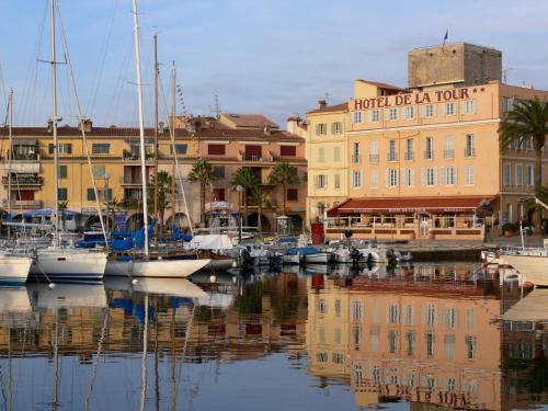Hotel Restaurant de la Tour : Hotel near Sanary-sur-Mer