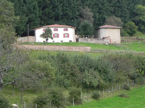 Ferme des Entremains : Guest accommodation near Saint-Racho