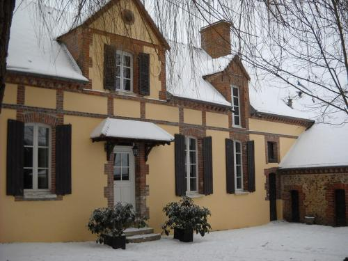 Les Rosiers de Cels : Bed and Breakfast near Subligny