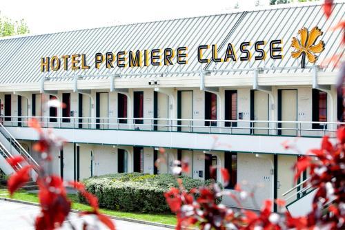 Premiere Classe Gueret : Hotel near Bussière-Dunoise