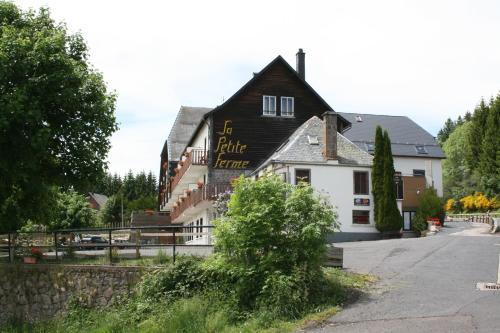Hotel The Originals Super-Besse Est Auberge de la Petite Ferme (ex Qualys-Hotel) : Hotel near Saint-Alyre-ès-Montagne