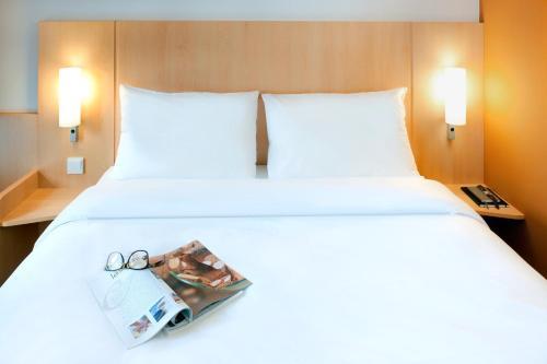 ibis Lyon Est Chaponnay : Hotel near Corbas