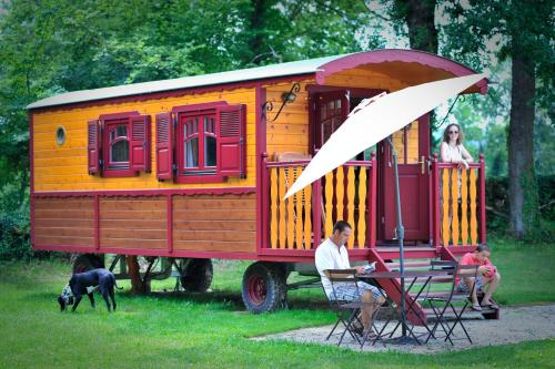 Les Roulottes du Petit Gouffre de Padirac : Guest accommodation near Miers