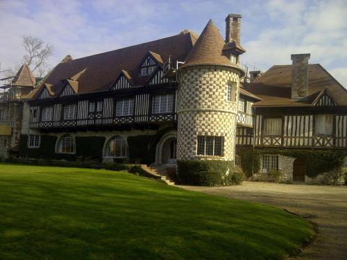 B&B Manoir de Beaumarchais : Bed and Breakfast near Gastins