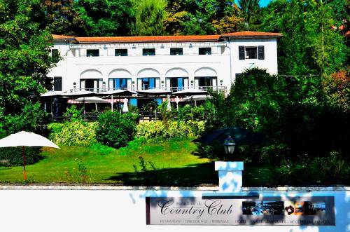 Hostellerie du Country Club : Hotel near Dammarie-les-Lys