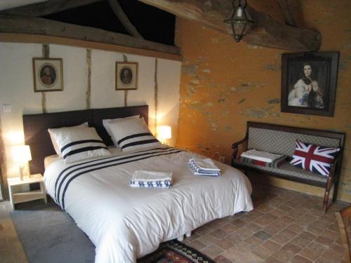 Le Logis des Tourelles : Bed and Breakfast near Bégrolles-en-Mauges