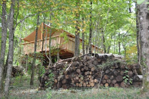 Camping Glamping Terre Rouge : Guest accommodation near Pruines