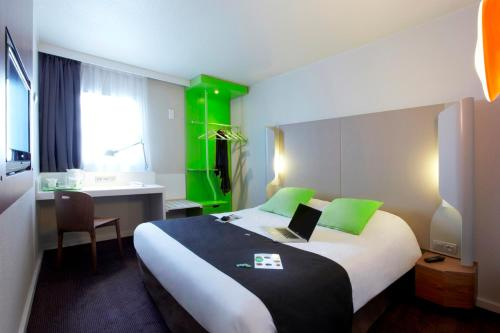 Campanile Poitiers - Site du Futuroscope : Hotel near Scorbé-Clairvaux