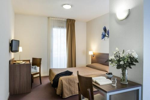 Aparthotel Adagio Access Carrières Sous Poissy : Guest accommodation near Triel-sur-Seine