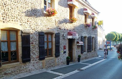 Hôtel Les Diligences : Hotel near Liernolles