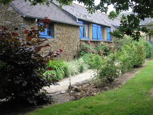 Gîte Les Camélias : Guest accommodation near Vieux-Viel