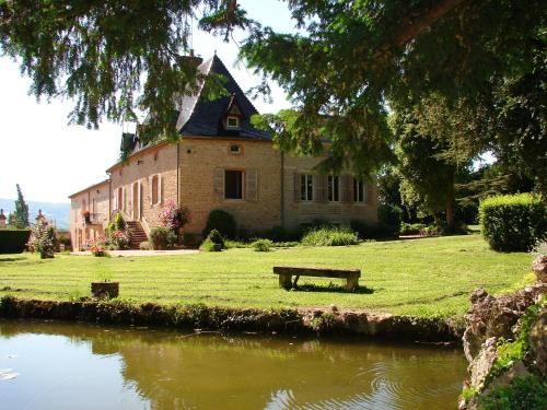 Gentilhommière de Collonges : Bed and Breakfast near Saint-Maurice-de-Satonnay