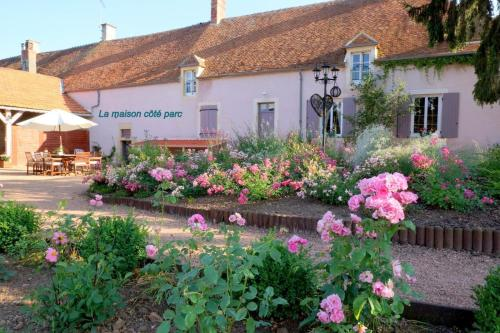 La Chaume des Buis : Bed and Breakfast near Reigny