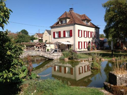 Domaine de Beauvoir : Bed and Breakfast near Saint-Martin-sur-Ocre