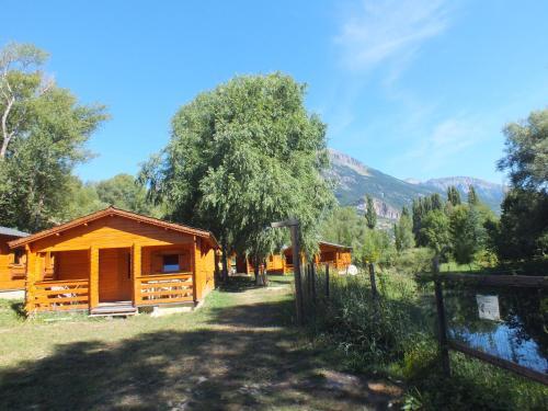 Camping, Hôtel De Plein Air Les Cariamas : Guest accommodation near Saint-André-d'Embrun