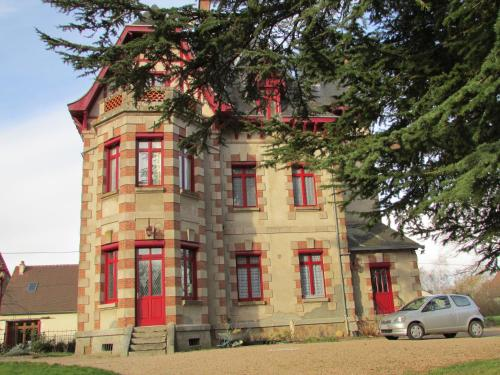 Chateau Lezat - Chambres d'Hotes et Table d'Hotes : Bed and Breakfast near Roussines