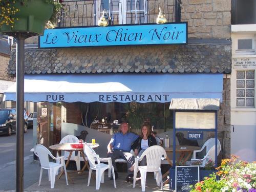 Le Vieux Chien Noir : Guest accommodation near Plouasne