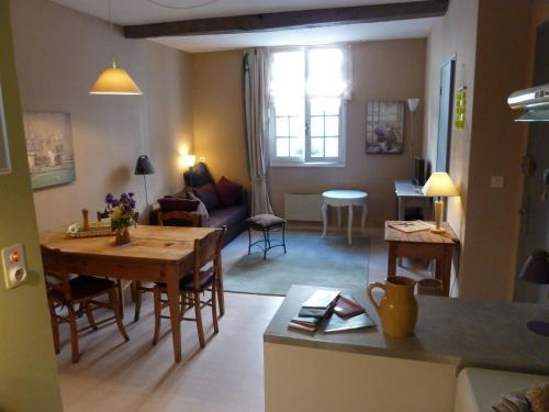 L'Oustal du Sentier : Apartment near Lieutadès