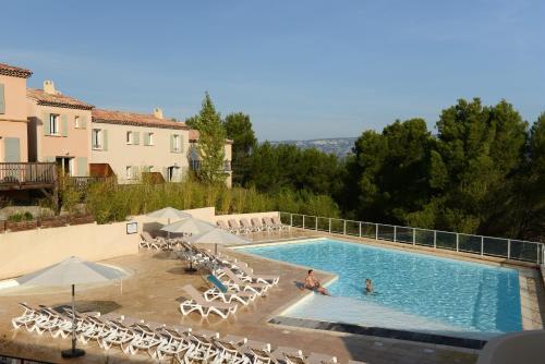 Pierre & Vacances Résidence les Coteaux de Pont-Royal : Guest accommodation near Aurons