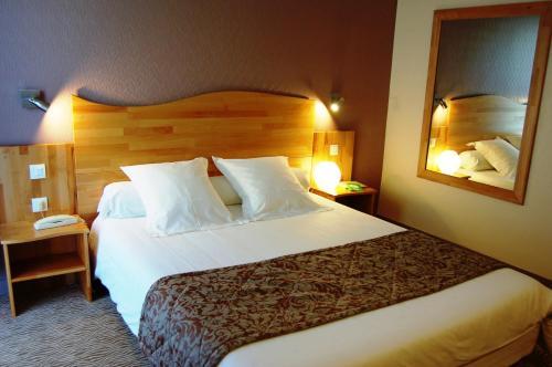 Hotel The Originals Coutances Cositel (ex Inter-Hotel) : Hotel near Montcuit
