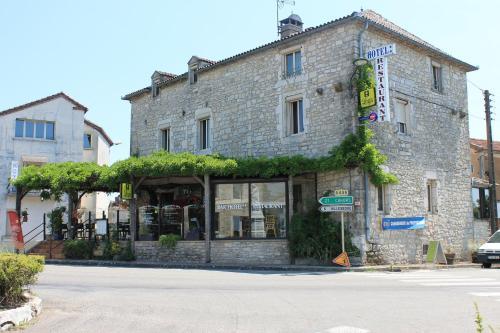 Logis Auberge de la Tour : Hotel near Villesèque