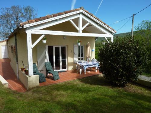 Cottages Melanie & Menezil : Guest accommodation near Foix