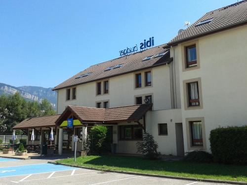 ibis budget Grenoble Voreppe : Hotel near Saint-Étienne-de-Crossey