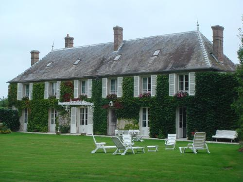 La Maison Blanche : Bed and Breakfast near Rouville