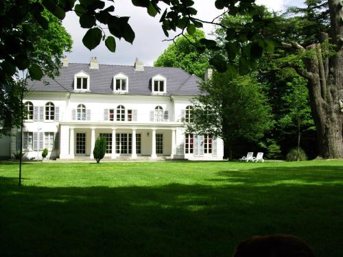 Chateau de la Garenne : Bed and Breakfast near Recques-sur-Hem