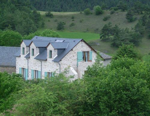 Chez Louis : Bed and Breakfast near Les Hermaux