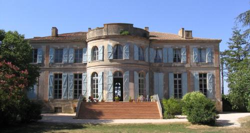 Château de Clermont-Savès : Bed and Breakfast near Sainte-Marie